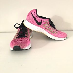 Nike Zoom Pegasus 32 hot pink and black